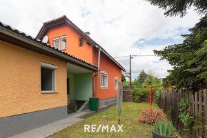 Sanierungsbedürftiges Haus mit zwei Wohneinheiten