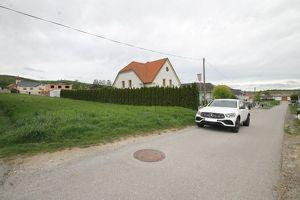 Sonniges, ebenes Grundstück mit zwei Zufahrten ** ca. 1700m² ** um ? 255.500,- **
