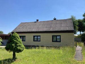 Vorankündigung: Zweifamilienhaus mit Entwicklungspotential auf wunderbarem Grundstück.