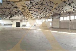 Beheizte Lager- bzw. Produktionshalle mit 2 Rolltoren samt Bürofläche in Gunskirchen/Wels zu vermieten