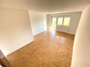 Neu sanierte 3-Zimmer- Wohnung im 2. OG mit Balkon in ruhiger Grünlage mit eigenem Parkplatz! PROVISIONSFREI!