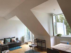 23, Lichtdurchflutete 2-Zimmer Wohnung mit südseitiger Terrasse, ab August!