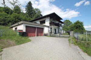 Sonniges Mehrfamilienhaus mit großem eingezäunten Grundstück zwischen Feldkirchen und St/Veit an der Glan mit Aussicht