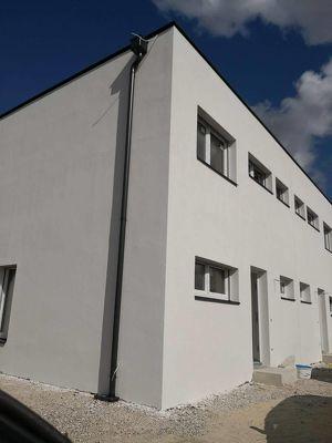 Neu errichtete Doppelhaushälfte mit großer Terrasse und Garten in Zentrumsnähe zu vermieten