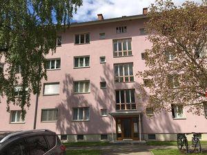 Neu sanierte, kompakte 2-Raum Wohnung mit Balkon und Parkplatz im Herzen der Siedlung Trofaiach Nord! PROVISIONSFREI!