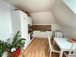 helle, freundliche 2-Zimmer Maisonette-Wohnung mit Balkon