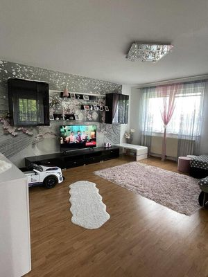 Ruhelage: 3-Zimmer Wohnung mit Loggia, Blick ins Grüne und KFZ-Stellplatz
