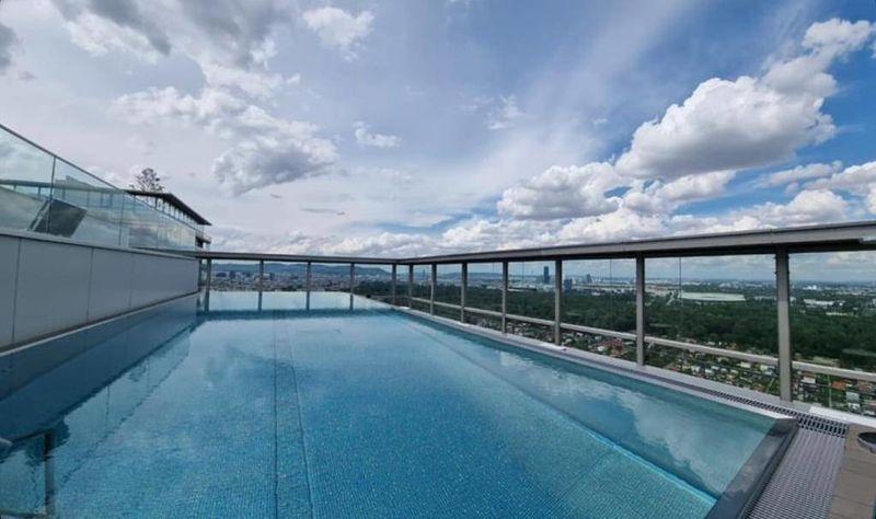 Balkon, Fußbodenheizung, neue Küche und POOL AM DACH!