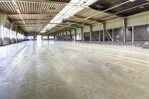 Barrierefrei zugängliche Halle/Werkstatt/Lager mit Büromöglichkeit, direkt am Autobahnanschluss