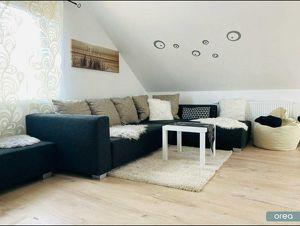 Provisionsfrei mit orea: Möblierte Dachgeschoss-Wohnung mit großer Terrasse zum Entspannen   Smart besichtigen · Online anmieten  