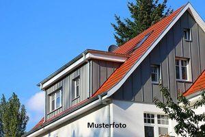Einfamilienhaus mit integrierter Garage
