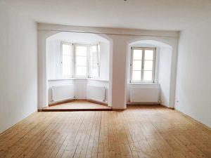 Hall/ Altstadt: Charmante, großzügige 2-Zi-Altbau-Wohnung