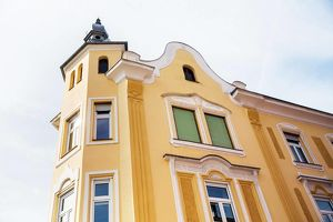Perfekte Lage! Sehr schönes Stilaltbaueckzinshaus mit großem baugenehmigten Rohdachboden am Beginn der Fußgängerzone
