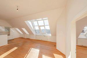 phänomenale Dachgeschosswohnung mit Dachterrasse und 360° Ausblick!