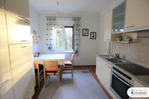 Zentral begehbare sanierte 3-Zimmer-Wohnung mit Blick in den großen Gemeinschaftsgarten