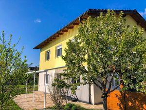 FAMILIENTRAUM - Einfamilienhaus mit Keller, Doppelcarport und XL-Garten in Traun