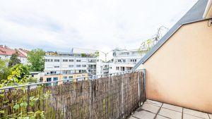 Dachgeschosswohnung ~ Zentraler Grundriss ~ Entwicklungspotential!