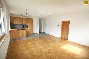 Wohnung mit Loggia - komplett renoviert - neue Echtholzküche