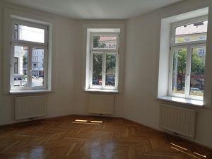 Günstige, unbefristete 3 Zimmer- Altbau-Wohnung