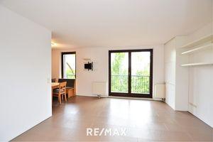 Koffer packen und einziehen! 2 Zimmer Wohnung mit Loggia und Top Infrastruktur wartet auf Sie!