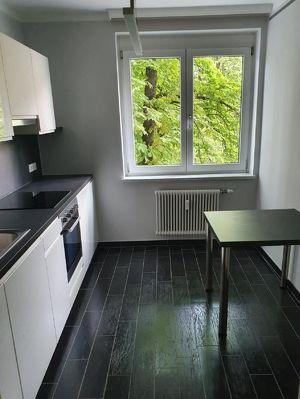 Renovierte 2 Zimmer Wohnung mit Südloggia und Autoabstellplatz!