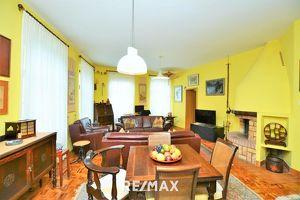 Großzügige 4 Zimmer Wohnung mit Altbauflair und Top Infrastruktur