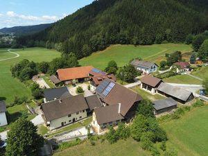 Bauernhaus samt Wirtschaftsgebäude