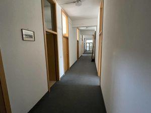 Helle Büroräumlichkeiten mit vielen Parkplätzen in Klagenfurt