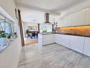 Neuwertige Mehrfamilienhaus mit Weitblick