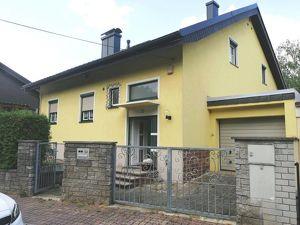//Traiskirchen//Blick auf Weinhügel von ihremhübschen Einfamilienhaus mit schönem Garten und Garage//