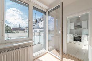 helle, hofseitige Singlewohnung mit Balkon - ab 15.09. bzw. 01.10.21 beziehbar!