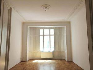 3-Zimmer-Büro mit Balkon im Stilaltbau - Nähe Stubentor