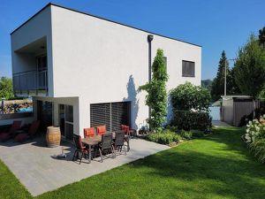 Moderne Doppelhaushälfte mit wunderschönem Garten