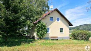 Renovierungsbedürftiges Haus am Waldrand mit viel Grund für Bastler