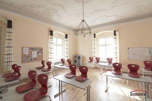 Großzügige Büroräume in einem Schloss mit Arkadengang und großer Parkanlage. PREIS AUF ANFRAGE!