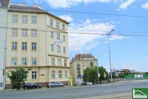 PUR Living- Luxus Altbauwohnung mit Fernblick, große Wohnküche!