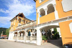 Gallizien: Extravagante Wohnung in herrschaftlichem Gebäude