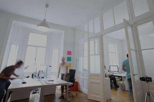 Genug vom Homeoffice?   Ganzer Büroraum in kreativer Bürogemeinschaft   All-In Miete   €1.150 netto   PROVISIONSFREI