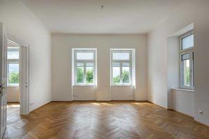 renovierte Altbau - Wohnung im Hochparterre einer wunderschönen Altsstadtvilla