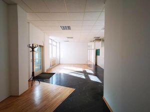 Ordination möglich! Klimatisierte Bürofläche bei U3 Schweglerstraße!