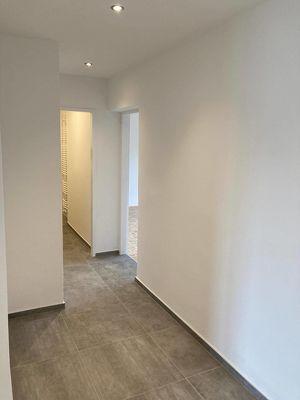 Generalsanierte, helle 3 Zimmer-Wohnung mit großer Loggia
