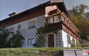 EINZIEHEN UND WOHLFÜHLEN. Zweifamilienwohnhaus in sehr guter und ruhiger Lage mit Panoramablick und vielen Extras. Sehr gute Anlage, guter Preis!