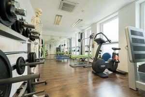 Fitness-/Physiotherapieraum mit bestehender Infrastruktur in sehr guter Lage!