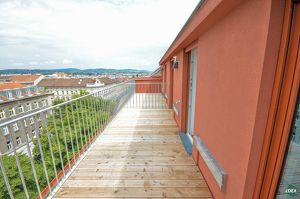 Klimatisiert: Schöne 2-Zimmer-Dachgeschoßwohnung mit großer Terrasse
