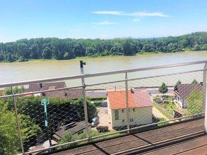 Traumhafte Wohnung mit sensationeller Terrasse und Ausblick auf die Donau! Auch Platz für Ihr Home-Office!