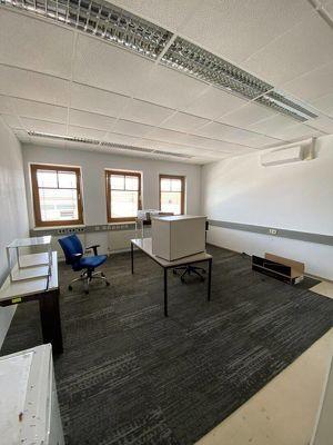 25 m2 großes Büro mit zusätzlichem Besprechungsraum und Teeküche und optionalen Lagerflächen zu vermieten!