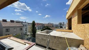 Helle DG-Wohnung mit großzügigem Balkon