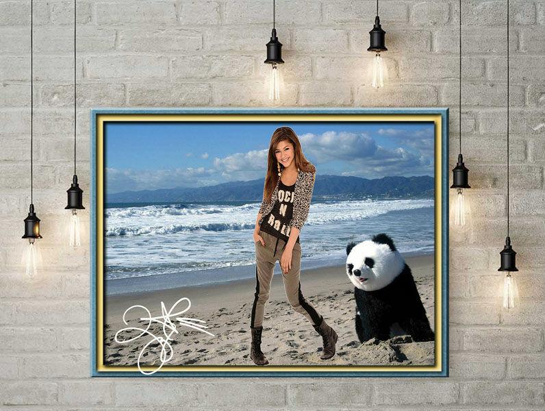ZENDAYA mit Panda. Star Souvenir. Super Deko. Geschenkidee.  Einmalig! Wandbild. Neuheit! Sammelobjekt. Zimmerdeko. Blickfang!