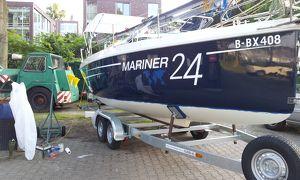 Yachten-Boote Antifouling weg Schleifen und neues Anstrich -Polieren