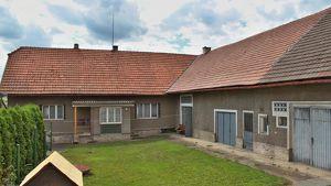 Wohnhaus mit dem Wirtschaftsgebäude bei Prag, CZ